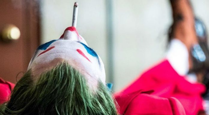 Joker Joaquin Phoenix smoking